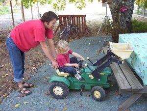 100_2337 tractor.jpg